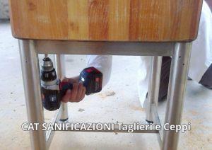 ceppo-di-legno-con-piedi-in-acciaio
